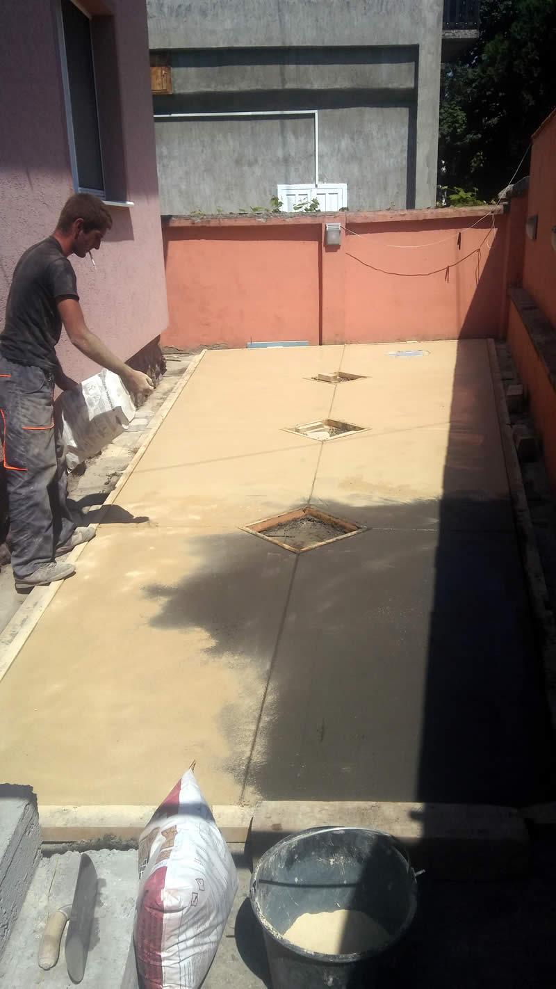 MV štampani beton 2018, posipanje talka