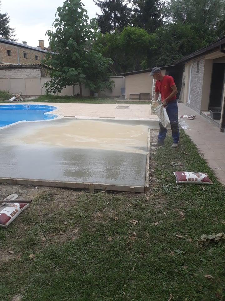 MV štampani beton - posipanje talkom, druga faza